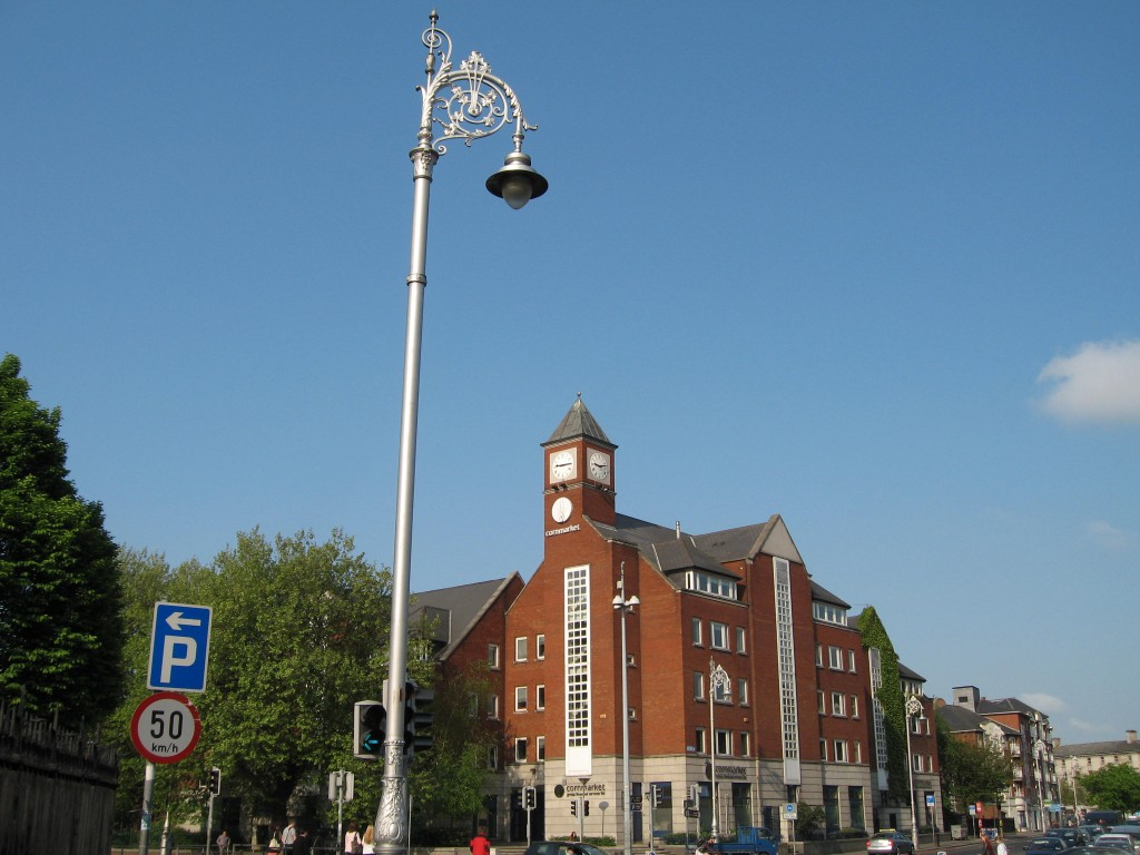 Building and lamp