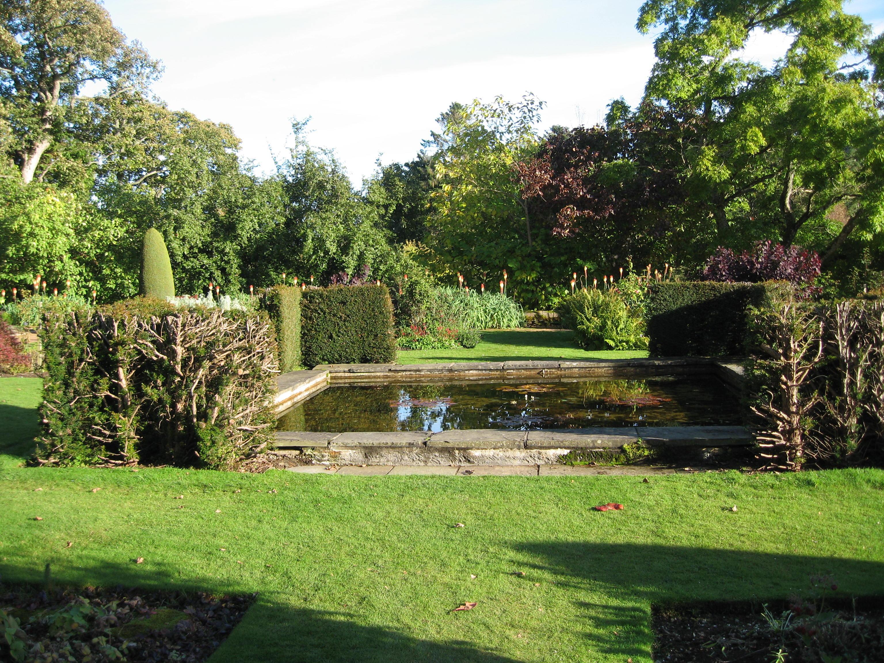 Scotland photos part 5 crathes castle cora buhlert for Poolside gardens