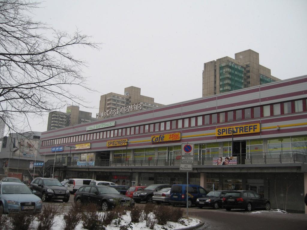 Halle Neustadt Haus der Dienste