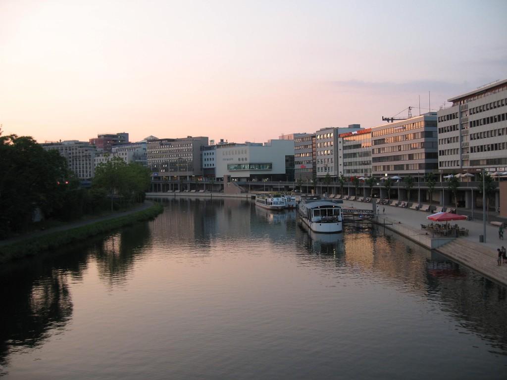 Saarbrücken: View along the river Saar