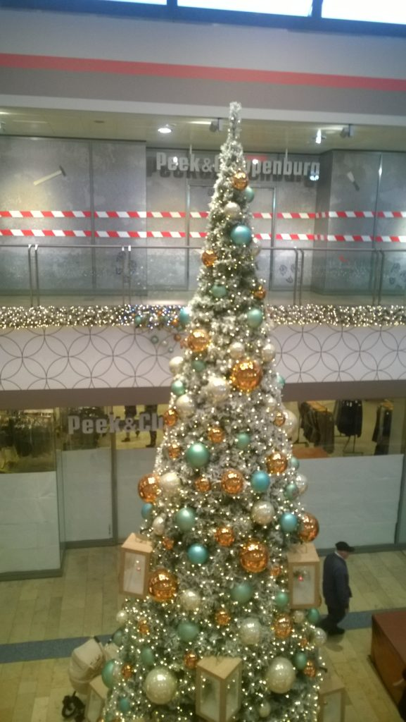 Roland Center Christmas tree