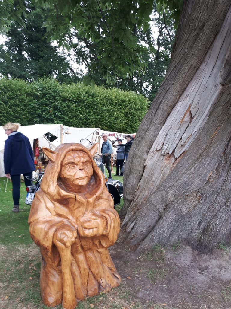 Woodcarved Yoda at Steamfest Papenburg
